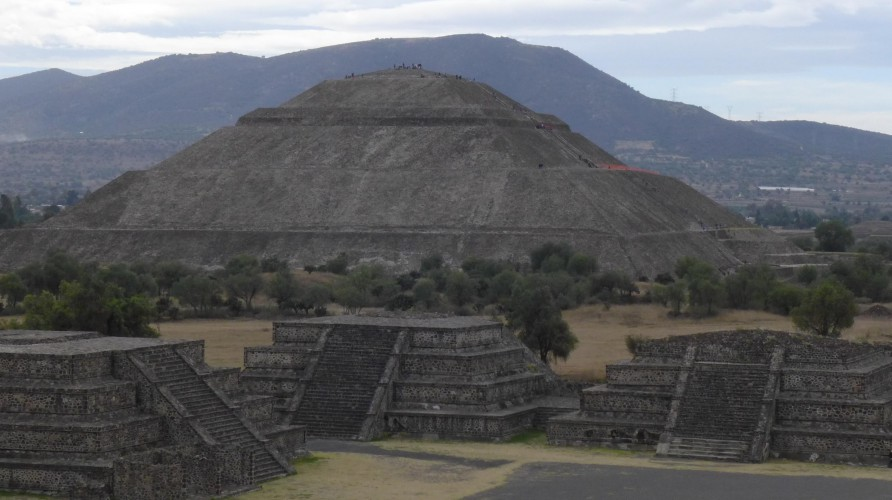 1000 years without great pyramids: the Mayans' greatest achievement?